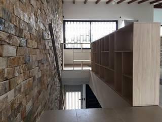 Salas / recibidores de estilo  por ALSE Taller de Arquitectura y Diseño