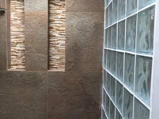 Detalles de Glassblock en los baños: Baños de estilo  por ALSE Taller de Arquitectura y Diseño,