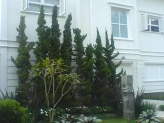 Agradável para Viver: Casas  por Luciani e Associados Arquitetura,Moderno