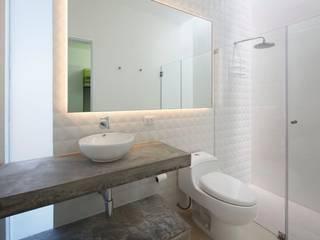 Casa Maple Martin Dulanto Modern bathroom