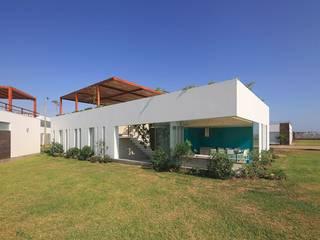Casas de estilo moderno por Martin Dulanto