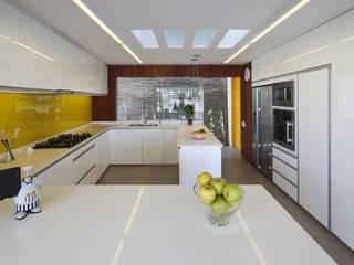 Casa P12 Martin Dulanto Modern kitchen
