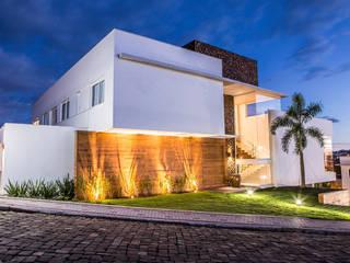 moderne Häuser von Domm Arquitetura Ltda