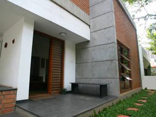 Sharma House:  Terrace by Kamat & Rozario Architecture
