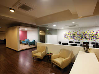 White Canvas Modern offices & stores by Kamat & Rozario Architecture Modern