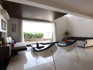 Hazel Penthouse:  Living room by Kamat & Rozario Architecture