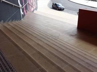 Pedra Mono K, Pavimento Acessórios Paredes e pisos modernos por Amop Moderno
