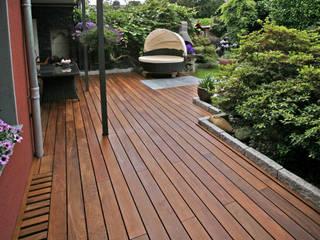 Kahrs GmbH Rustic style balcony, veranda & terrace Brown