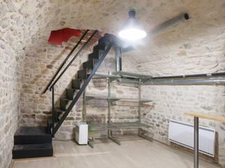 souplexe - escalier Salle multimédia industrielle par homify Industriel Pierre