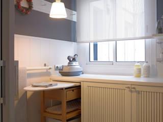 Nuestro característico carrito de plancha: Cocinas de estilo  de DEULONDER arquitectura domestica