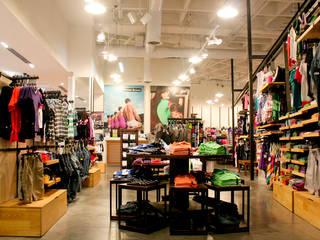 Shopping Centers rústicos por La Carpinteria - Mobiliario Comercial Rústico