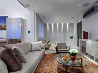 Гостиная в классическом стиле от Emmanuelle Eduardo Arquitetura e Interiores Классический