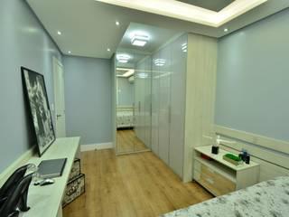 Phòng ngủ phong cách hiện đại bởi Graça Brenner Arquitetura e Interiores Hiện đại