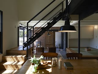 Industrial style dining room by Mimasis Design/ミメイシス デザイン Industrial