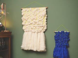 fluffy wall hangings: modern  von studio {hammel},Modern