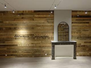 Murs de la salle de restauration en bois de palette par l'Atelier d'Adri:  de style  par l'atelier d'adri