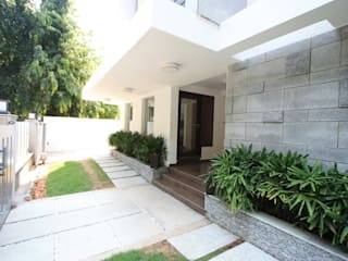 Main entrance Modern Garden by Ansari Architects Modern