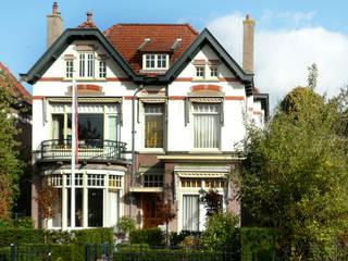 Restauratie woonhuis: moderne Huizen door Koezen Architecten