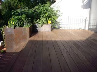 Kahrs GmbH Balcones y terrazas de estilo rústico Madera Marrón