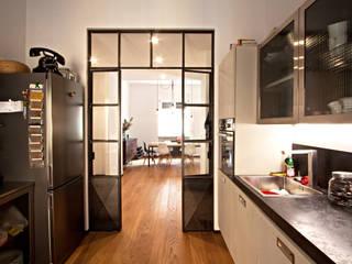 Cucina: Cucina in stile  di Anomia Studio