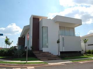Residência Moderna: Casas  por Mari e Veri Arquitetura