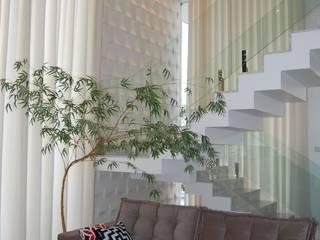 Residência Moderna: Salas de estar  por Mari e Veri Arquitetura