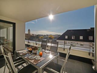 Ganz oben in Schwabing Moderner Balkon, Veranda & Terrasse von Gerhard Blank Fotografie für Immobilien & Architektur Modern