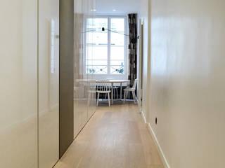 Apartment H 16 Couloir, entrée, escaliers modernes par Deux et un Moderne