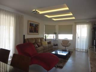 COBERTURA EM BOTAFOGO - RJ: Salas de estar  por Maria Helena Torres Arquitetura e Design