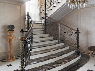 Classic style corridor, hallway and stairs by АРТэврика Classic