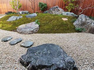 八帖北町の庭 主庭: 鈴木庭苑が手掛けた庭です。