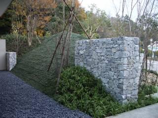 小森内科クリニック: 鈴木庭苑が手掛けた庭です。