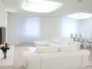 La Peregrina. A private interior. Novosibirsk. 2012:  Wohnzimmer von nadine buslaeva interior design
