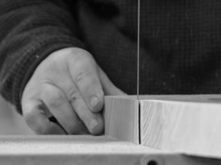 木の椅子: 家具工房モク 木の家具ギャラリーが手掛けた現代のです。,モダン