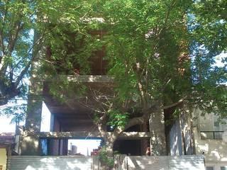 EDIFICIO Residencial-Comercial: Casas de estilo  por ArquitectoRossiniTulio,Minimalista