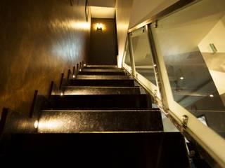 Stairs:  Corridor & hallway by IMAGIC INTERIORS