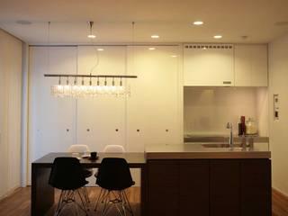 Kawasaki A邸 Modern Dining Room by 房総イズム Modern