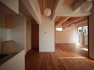 無垢材とガルバニウムのナチュラルモダン_二世帯住宅 和風の 玄関&廊下&階段 の 房総イズム 和風