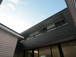 35坪の家を40坪にする中庭のある家_木更津: 株式会社ハーミットクラブデザインが手掛けた家です。