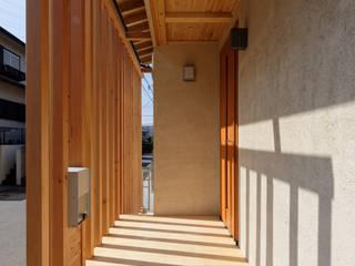 Terrazas  de estilo  por 高野三上アーキテクツ一級建築設計事務所  TM Architects, Moderno