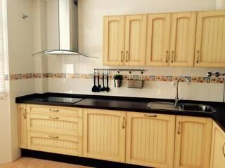 Cocina rústica de madera de Cocinas y Muebles Angulo Rústico
