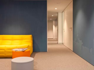 Brick Serveis d'Interiorisme S.L. Modern Corridor, Hallway and Staircase