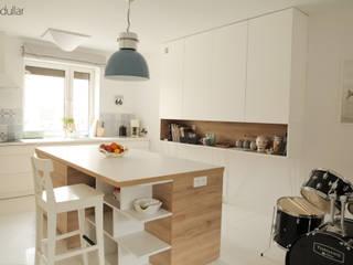 Dom na Zaciszu: styl , w kategorii Kuchnia zaprojektowany przez Modullar