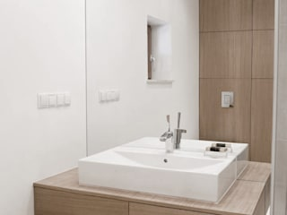 Minimalist style bathrooms by Modullar Minimalist