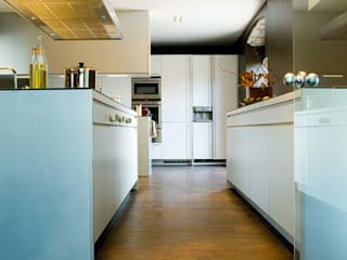 Modern kitchen by Ines Benavides Modern