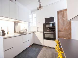 homify Kitchen Wood White