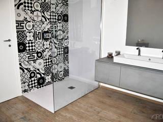 現代浴室設計點子、靈感&圖片 根據 ArcKid 現代風