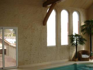 Piscinas de estilo clásico de Habitat et Tradtions Clásico