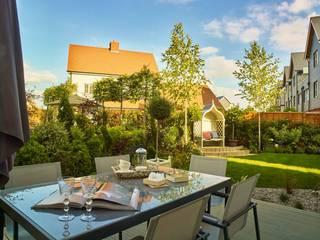 Beaulieu: modern Garden by Countryside Properties