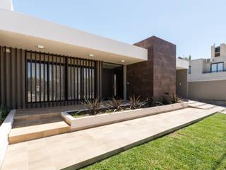 Maisons de style  par KARLEN + CLEMENTE ARQUITECTOS, Moderne